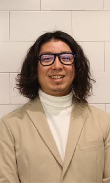 眼鏡の奥深く専門的な スキルを追求していきたい。